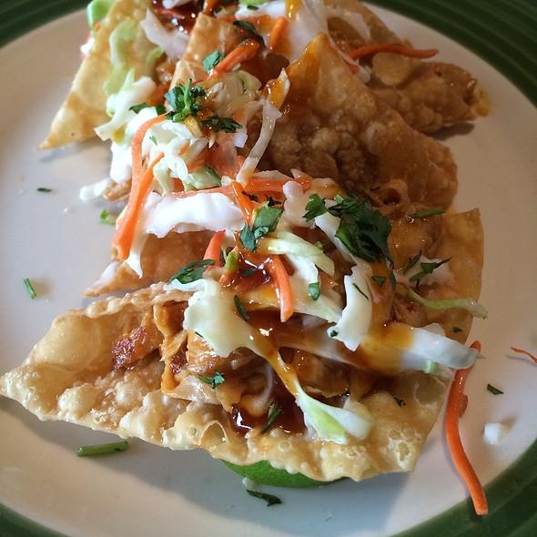 Wonton Tacos @ Applebee's
