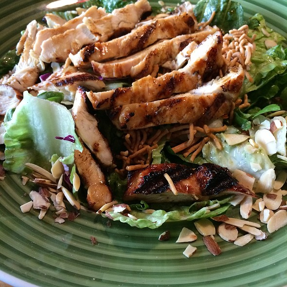 Chicken Terryaki Oriental Salad @ Applebee's