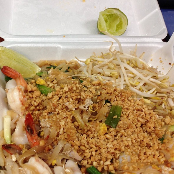 Seafood Pad Thai @ Chop Stix Bistro