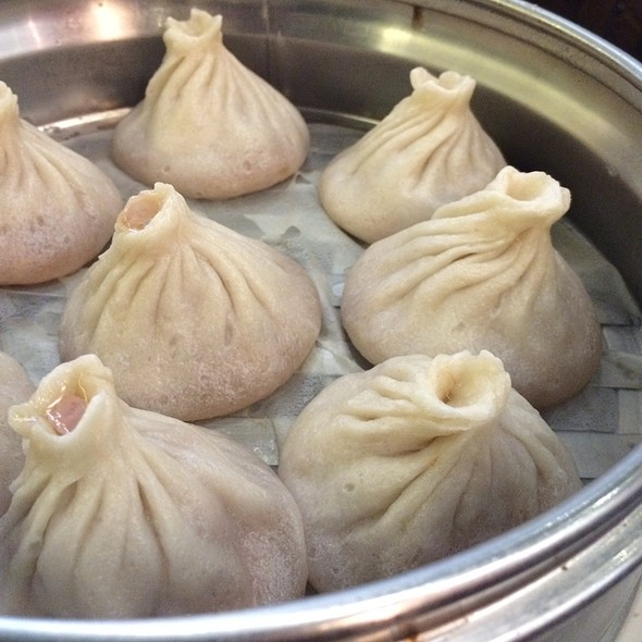 Xiao Long Bao (pork soup dumplings) @ Dim Sum Garden