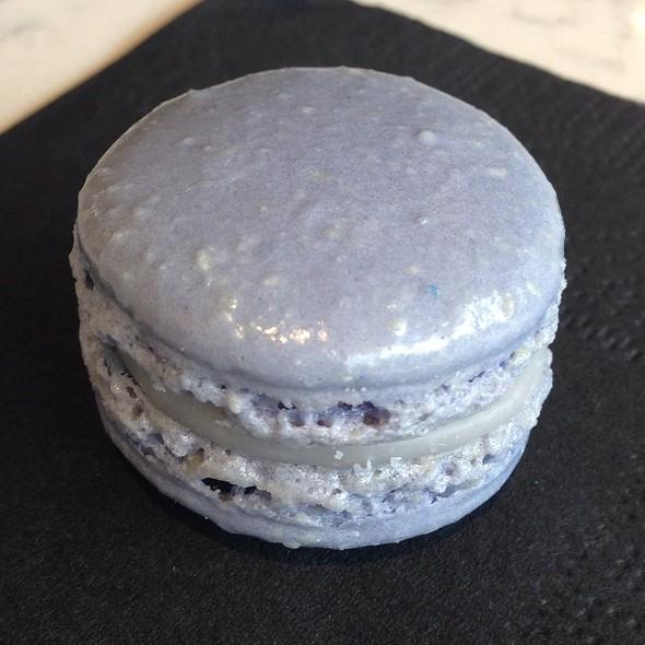 Lavender Macaron @ Olivia Macaron