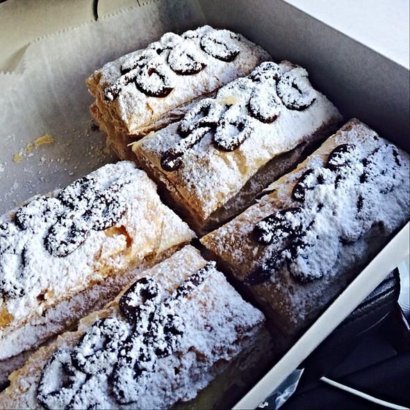 Snow Puffies @ Paalaa Kai Bakery