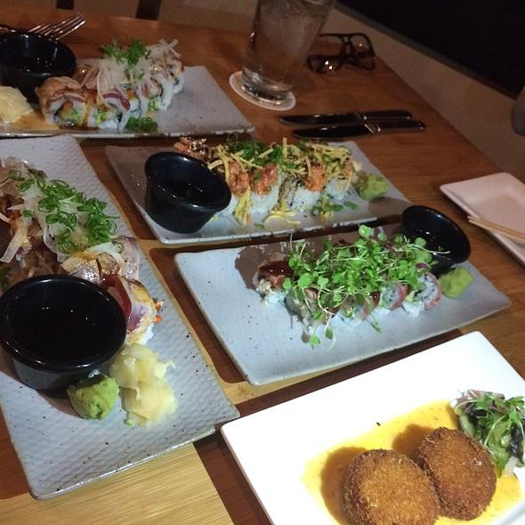 Sushi, Crab Cakes @ Roy's - Ko' Olina