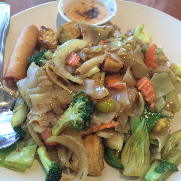 Yellow Curry Noodles @ Thai Pepper