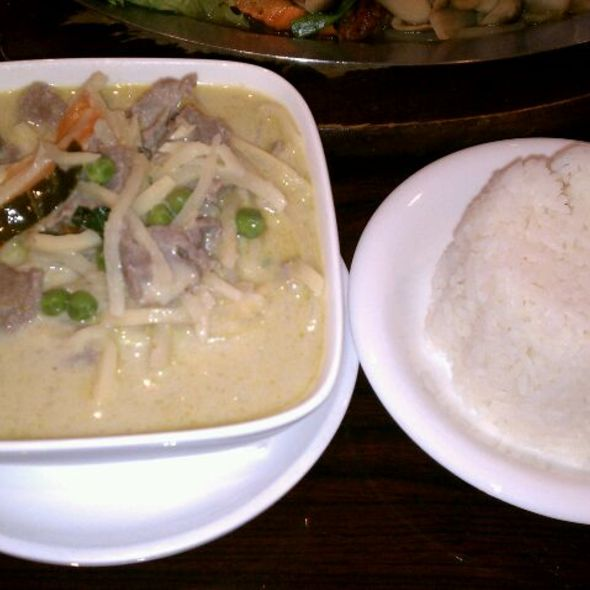 Steamed Rice with Green Curry Beef @ Saha Thai Cuisine