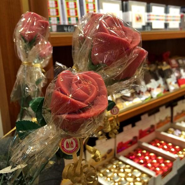 Marzipan Roses @ Niederegger