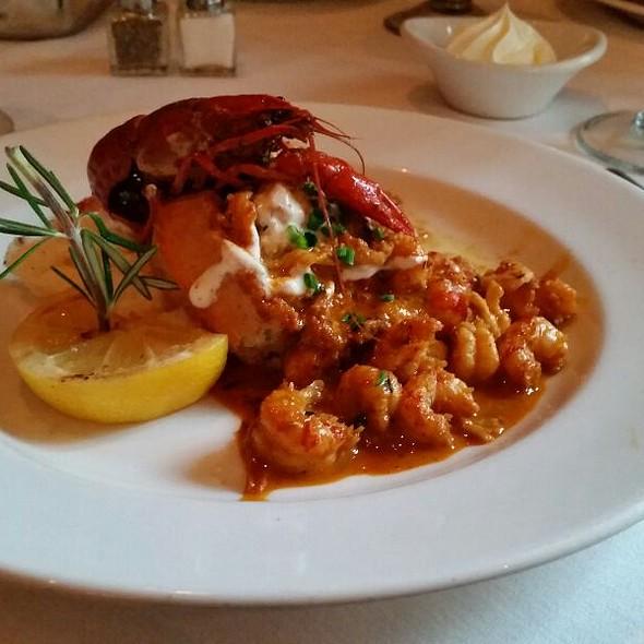 Breaux Bridge Crawfish & Waffle