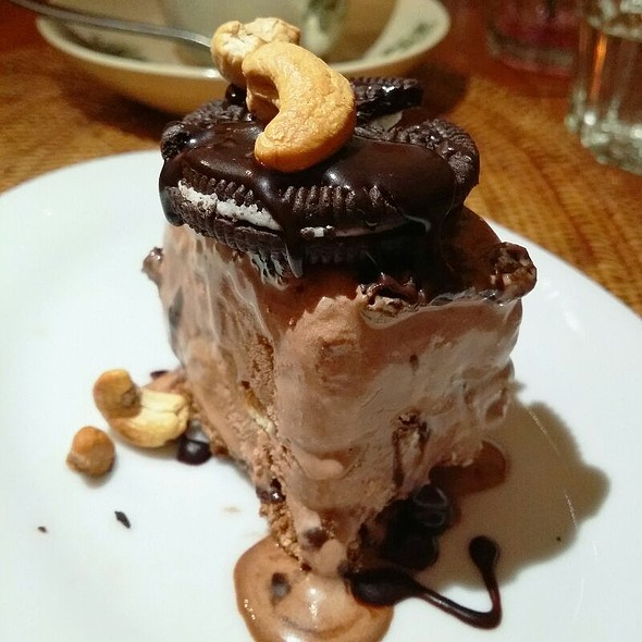 Chocolate Mud Pie @ Huck's Cafe