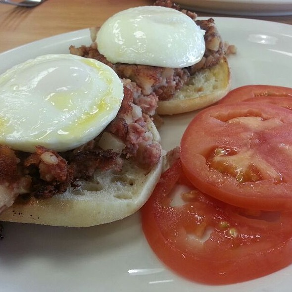 Corned Beef Hash and Eggs @ The English Muffin