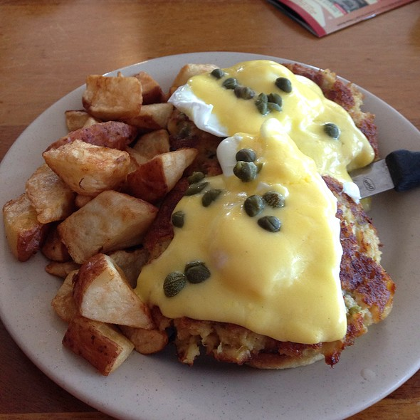 Maryland Benedict @ 43rd Street Deli & Breakfast House