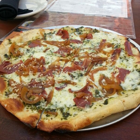 Pesto & Prosciutto Flatbread Pizza @ The Social House of Addison