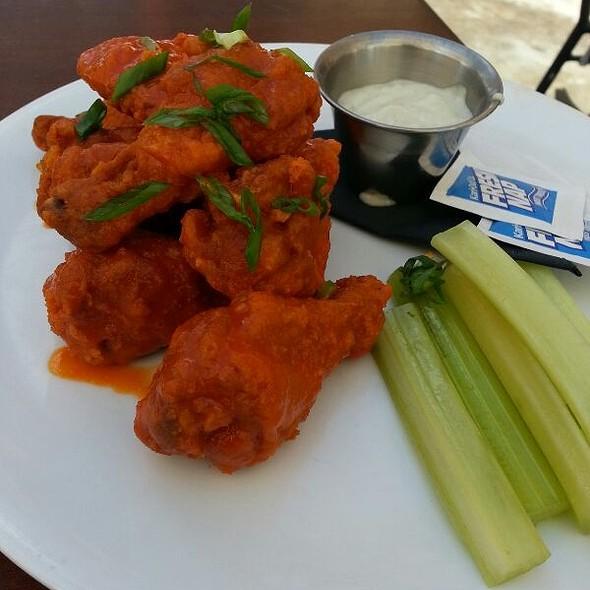 Buffalo Wings @ The Social House of Addison
