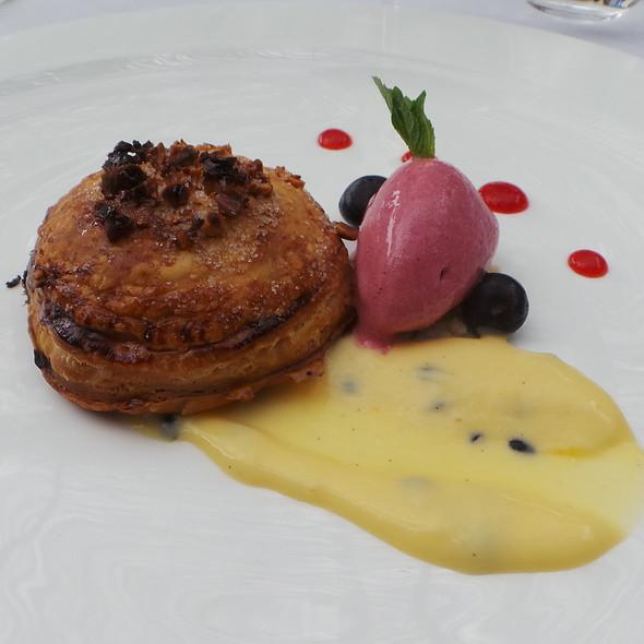 Puff Pastry, Passion Fruit, Hibiscus Ice Cream @ Es Raco d'es Teix