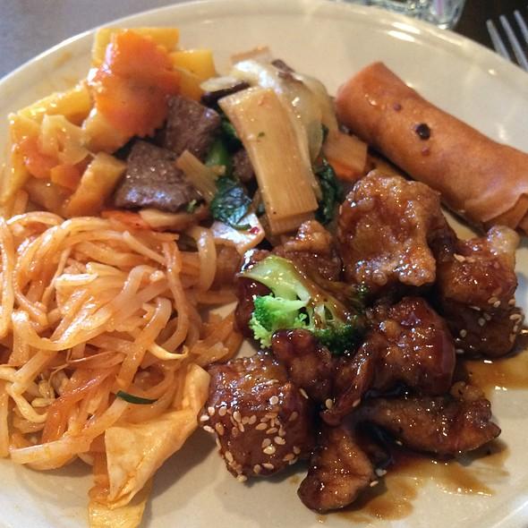Thai buffet @ Best Thai Restaurant