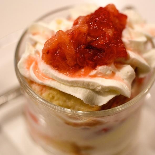 Strawberry Cup Cake @ フルーツパーラーフクナガ