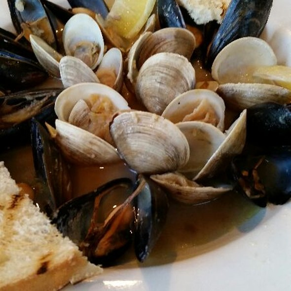 Clams And Mussels @ Bo's Seafood Market and Grill