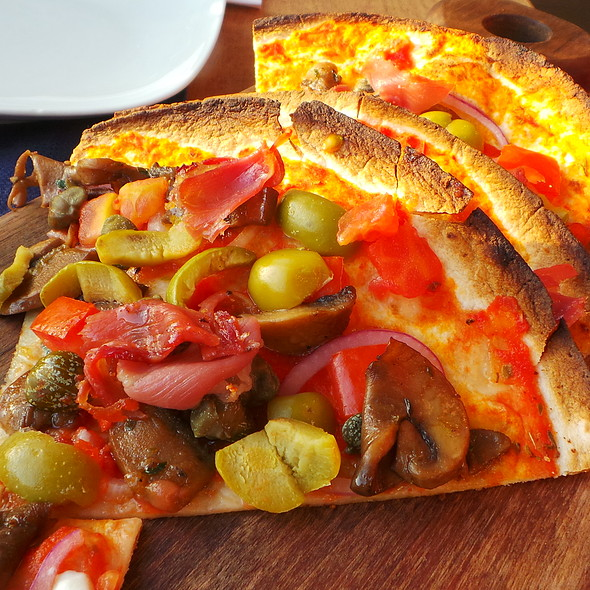 Flatbread with Vegetables & Ham @ The Village Cafe