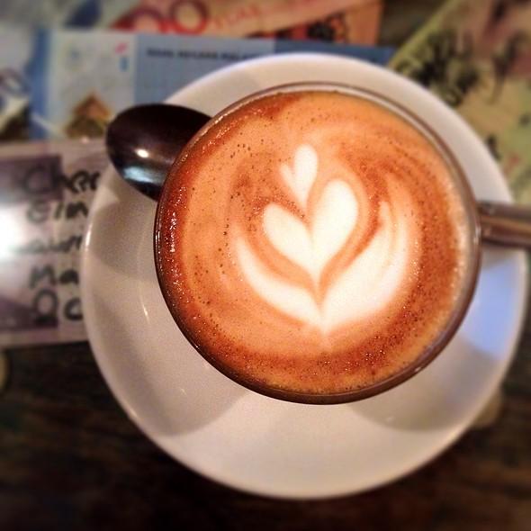 Piccolo Latte @ Revolver Espresso