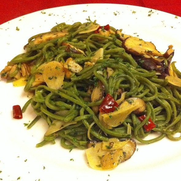 Spinach Spaghetti With Olive Oil, Garlic, Chili, And Mushroom at Mr ...