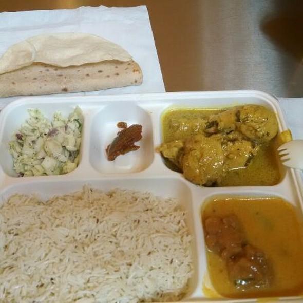 Dhaniya Chicken Curry @ Vik's Chaat Corner
