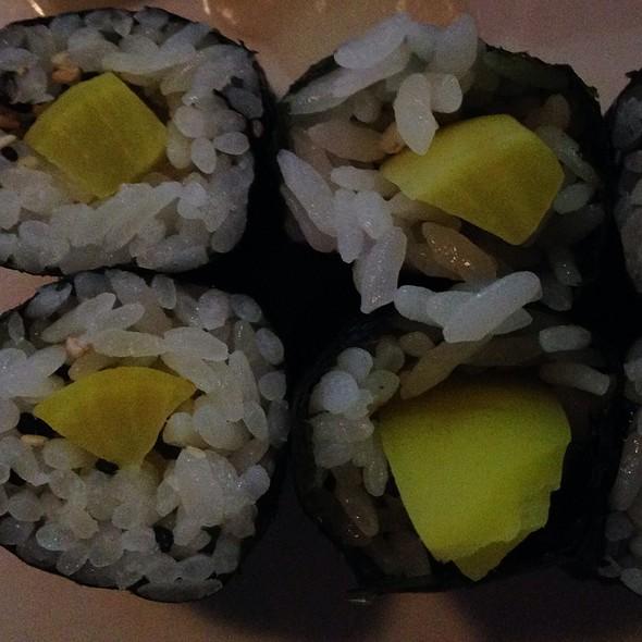 Oshinko Roll - Makisu Sushi Lounge and Grill, Skokie, IL