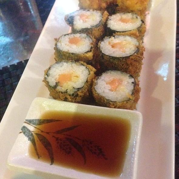 Sake tempura maki