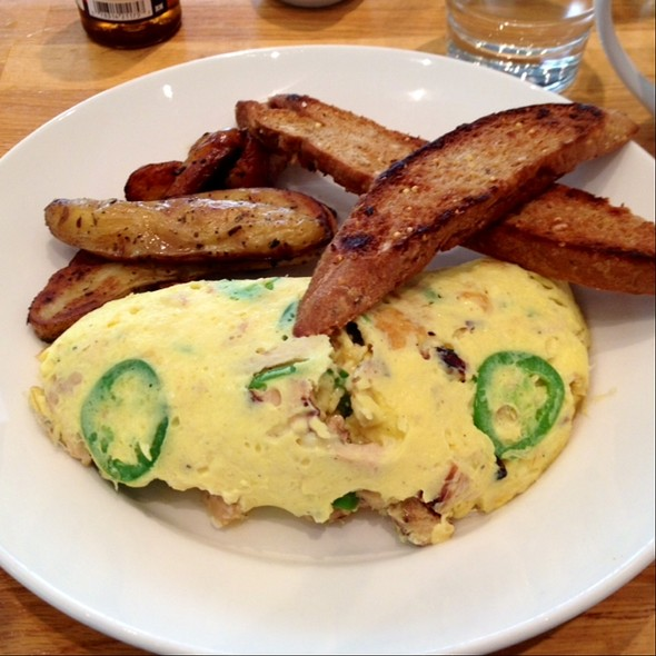 Chicken Breast And Jalapeño Omelette @ Kingsbury Street Cafe