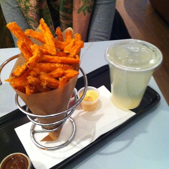 Sweet Potato Fries and Homemade Lemonade @ Le Gourmet Burger