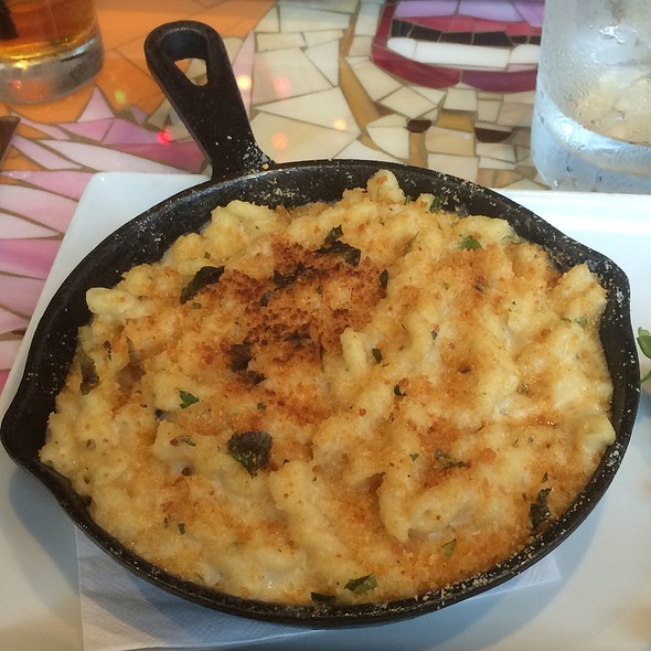 Truffle Mac and Cheese @ Vynl