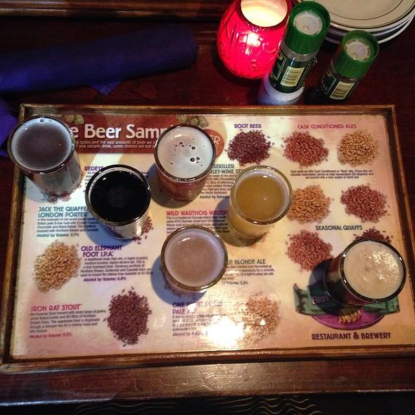 Sampler: True Blonde Ale, Wild Warthog Hef, Redeye Amber, Moosekiller Barleywine, Jack The Quaffer London Porter, Midnight Crossing Black Ipa @ Tampa Bay Brewing Company