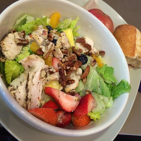 Strawberry Poppyseed & Chicken salad  ( Chicken , romain , fresh strawberries , fresh blueberries , fresh pineapple , mandarin oranges, pecans & fat free poppyseed dressing .