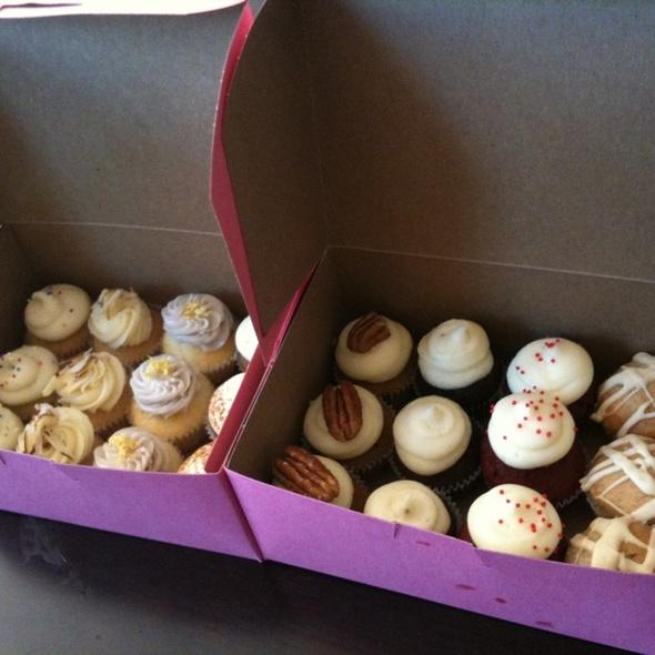 Mini cupcakes @ Mission Minis