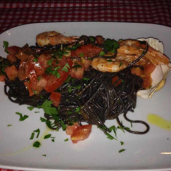 Spaghetti Tomatoes & Shrimps @ Amici Miei