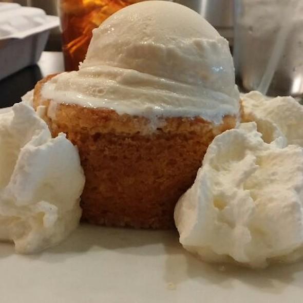 butter cake with häagen dazs