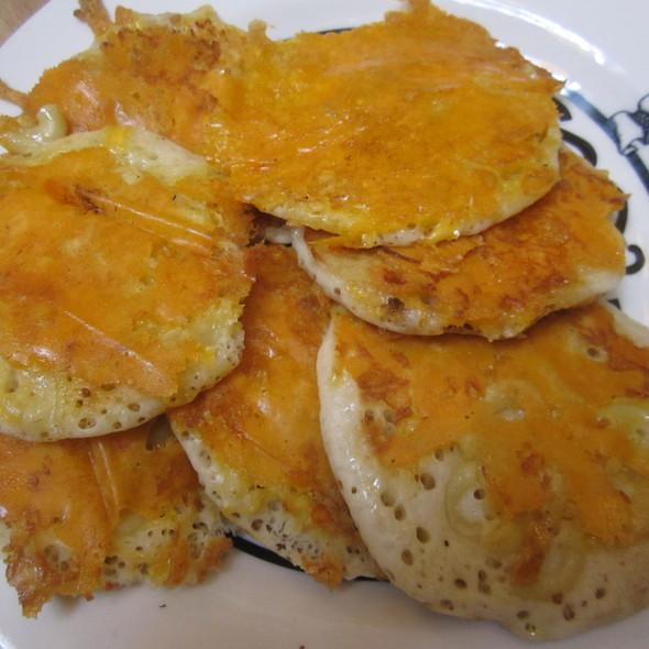 Mac 'N Cheese Pancakes @ Shopsins
