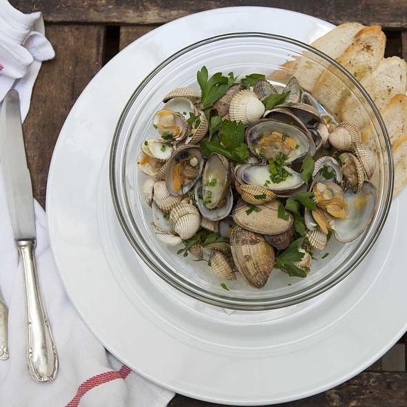 Mix of clams & musels @ Santo Restaurante & Deli
