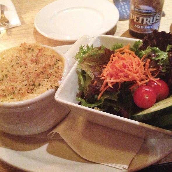 BBQ Brisket with Mac and Cheese @ BierCraft