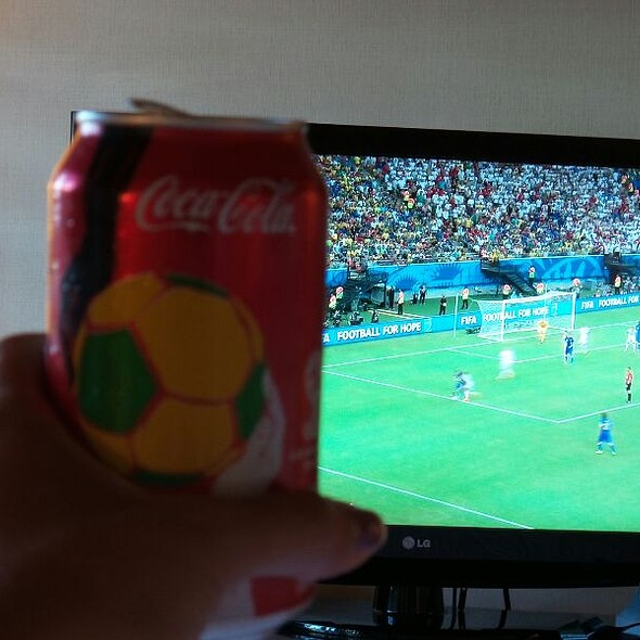 Cola & Mundial @ Humphreys Half-Moon Inn And Suites