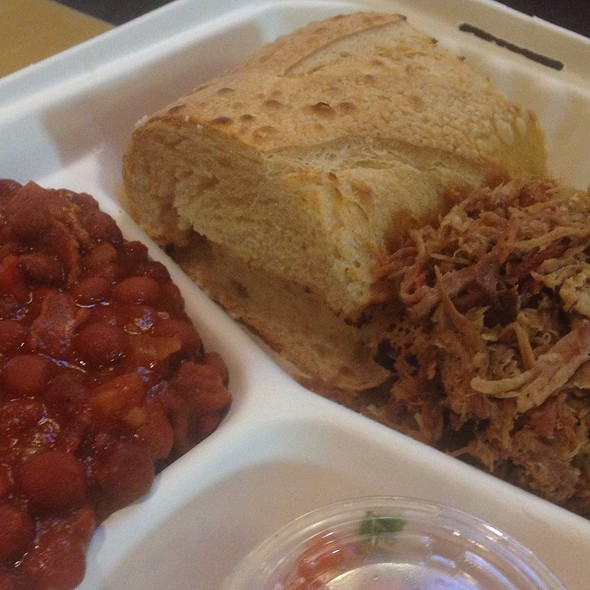 Pulled Pork Plate @ Old St Luis Bbq Co