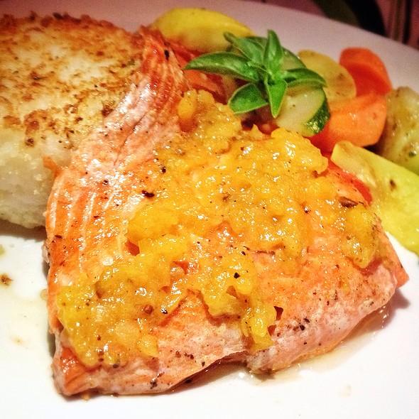 Salmon With Apricot Chutney