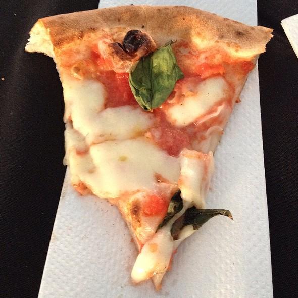 Pizza Margarita @ Famoso Pizza