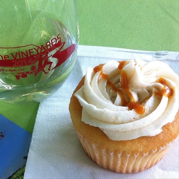 Vanilla Salted Carmel Cupcake @ Dia Doce Cupcakes