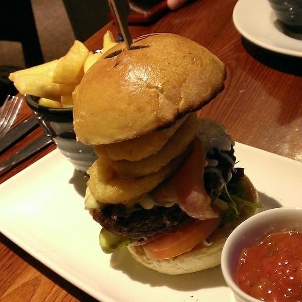 8oz Famous Full House Burger @ Thyme