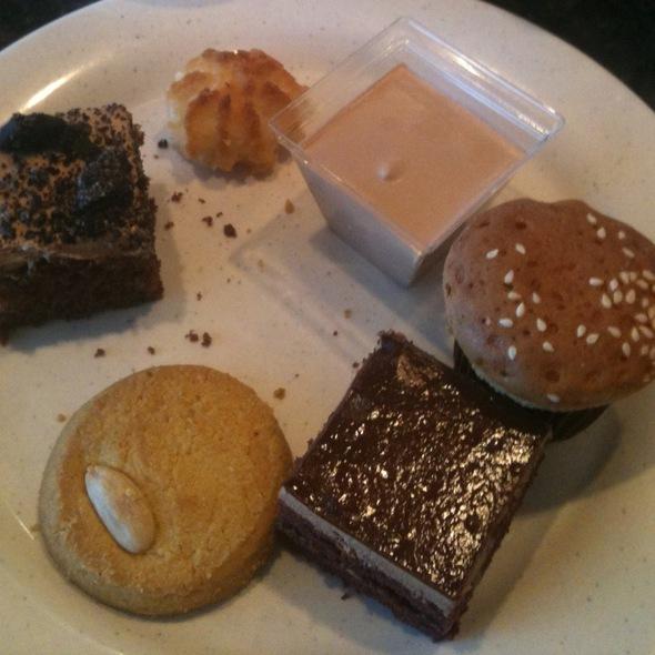 Assorted finger desserts @ Ichiban Buffet