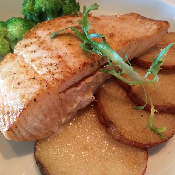 Salmon Fillet And Potatoes @ Norwegian Breakaway