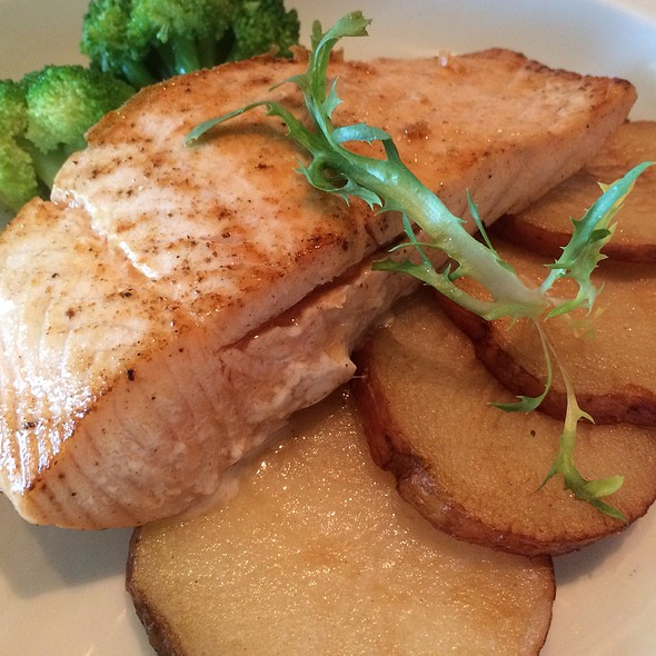 Salmon Fillet And Potatoes @ Norwegian Breakaway