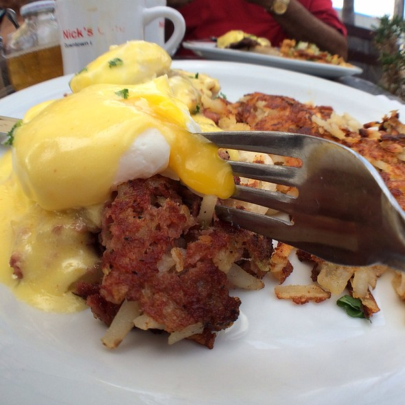 Eggs Benedict @ Nick's Cafe