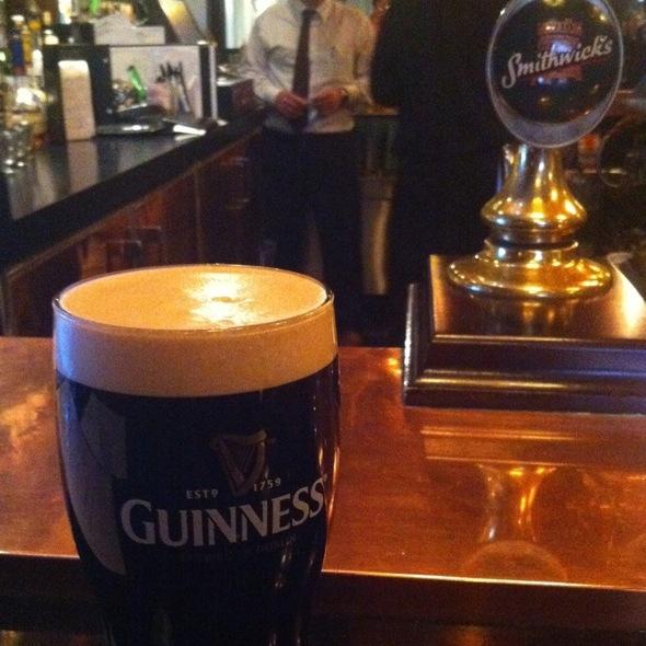 Guinness - Quinn's Steakhouse & Irish Bar, Toronto, ON