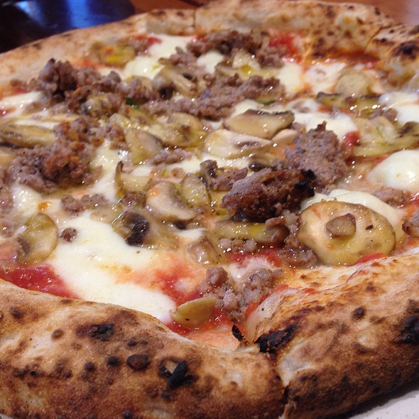 pizza salsicca gorgonzola