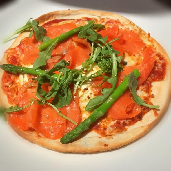 Smoked Trout Pizza @ Restaurant Le Pain Béni